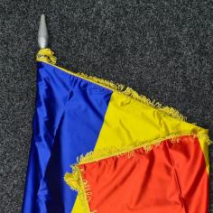 Steag Romania (din satin) cu franjuri si ciucuri pentru interior